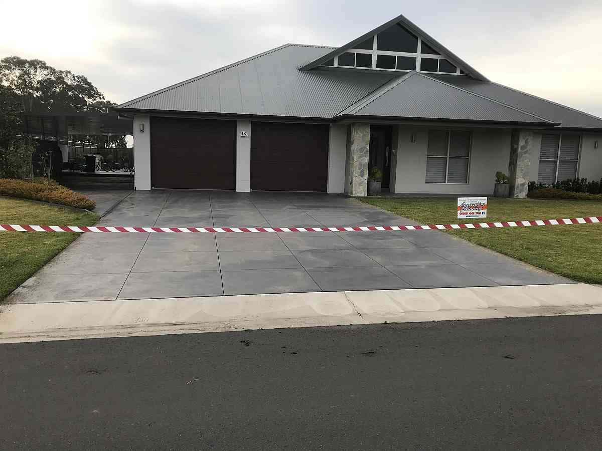 https://innovationpainting.com.au/wp-content/uploads/2020/12/Interior-and-exterior-painting.jpg